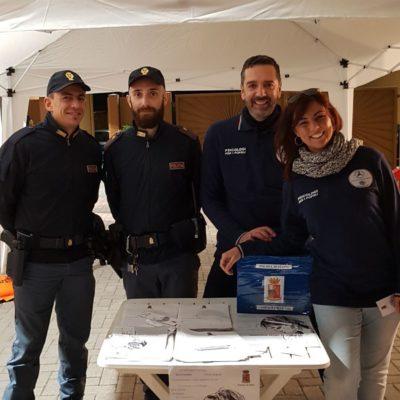 i colleghi Neri e Scalini con la Polizia di Stato al gazebo allestito a Castel Guelfo